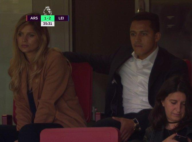 """""""Alexis y Mayte vieron en el estadio la remontada de Arsenal en inicio de la Premier League"""""""