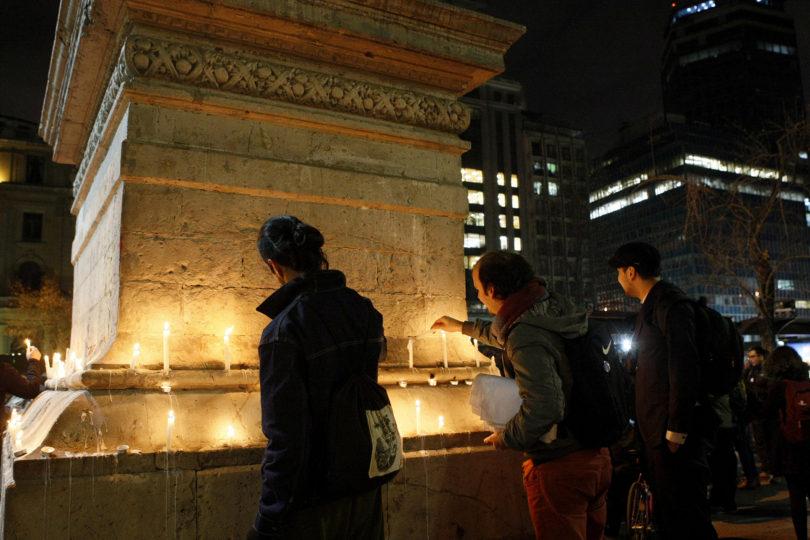 FOTOS   Universidad de Chile realizó velatón por ley de Estatales