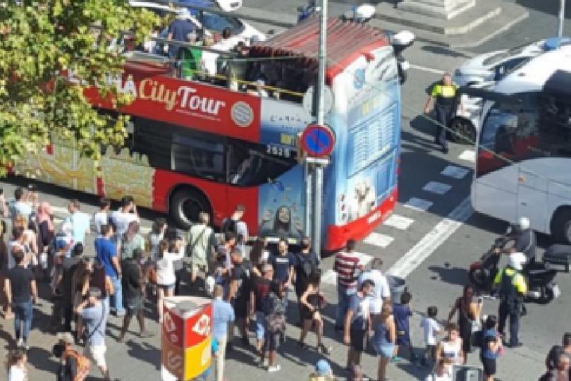 Barcelona realiza minuto de silencio en honor a las víctimas de los atentados terroristas