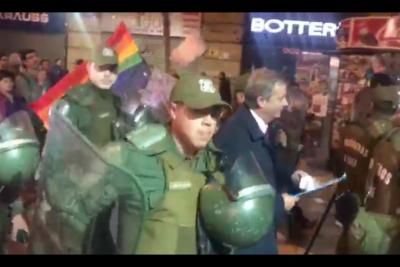 VIDEO | Escupos, insultos y huevos: el momento más tenso de José Antonio Kast en el TC