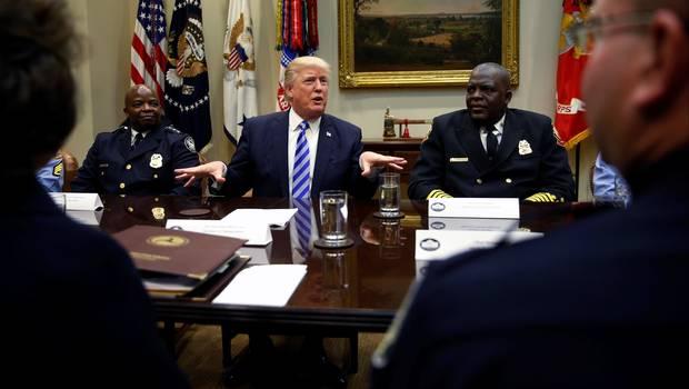 """Donald Trump amenaza a Corea del Norte con """"un fuego y furia nunca vistos en el mundo"""""""