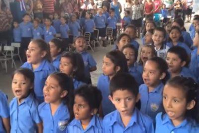 VIDEO | Para emocionarse: niños de El Salvador cantan el himno chileno a todo pulmón