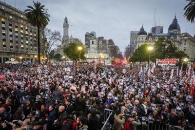 Argentinos salen a la calle por joven desaparecido en protesta pro mapuche