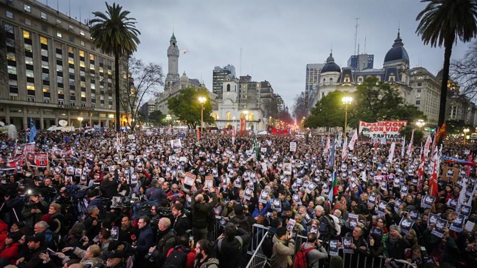 """""""Argentinos salen a la calle por joven desaparecido en protesta pro mapuche"""""""