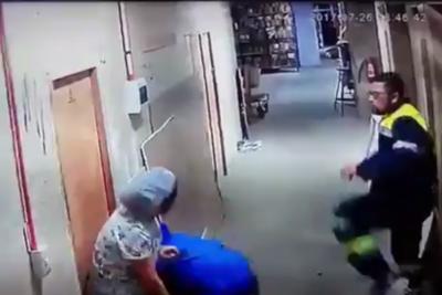 VIDEO | Impresentable defensa de la familia del hombre que pateó en el vientre a mujer embarazada