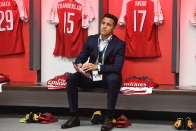 Gesto de Arsene Wenger con Alexis Sánchez levantó todo tipo de especulaciones en Inglaterra