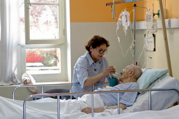 Alzheimer y cuatro tipos de cáncer podrían ser incorporados al AUGE
