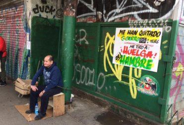 Plan Comercio Justo: sopaipillero inicia huelga de hambre luego que Santiago le quitara su carrito tres veces