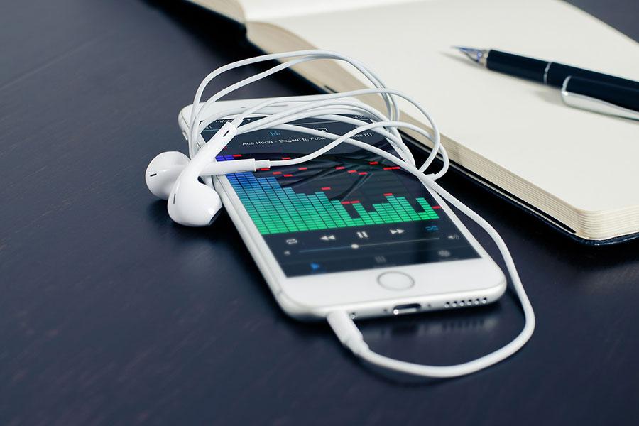 FOTOS l El truco secreto para que la música suene más fuerte en tu iPhone