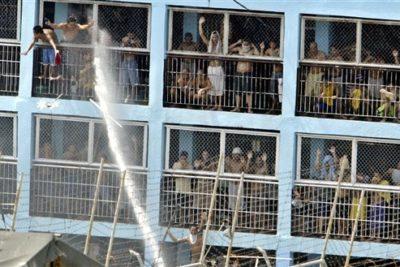 Sangriento motín en cárcel de Venezuela deja al menos 37 fallecidos