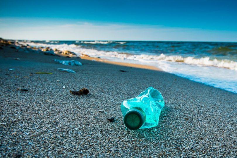 Imágenes satelitales evidencian cerca de 30 toneladas de basura en playa de Chiloé