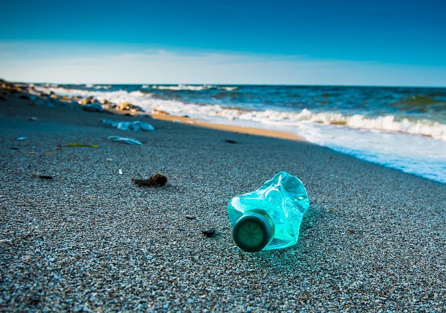 """""""Imágenes satelitales evidencian cerca de 30 toneladas de basura en playa de Chiloé"""""""
