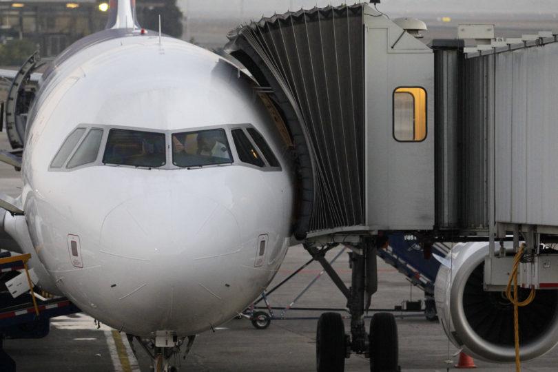 Detectan diferencias de hasta 140% en pasajes de avión en Fiestas Patrias