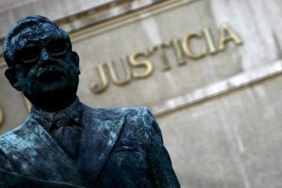 Dos ilustres personajes del debate nacional ya firmaron en Change.org para sacar la estatua de Allende