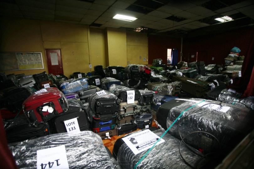 Remate de maletas perdidas del aeropuerto: posturas van desde los $30 mil