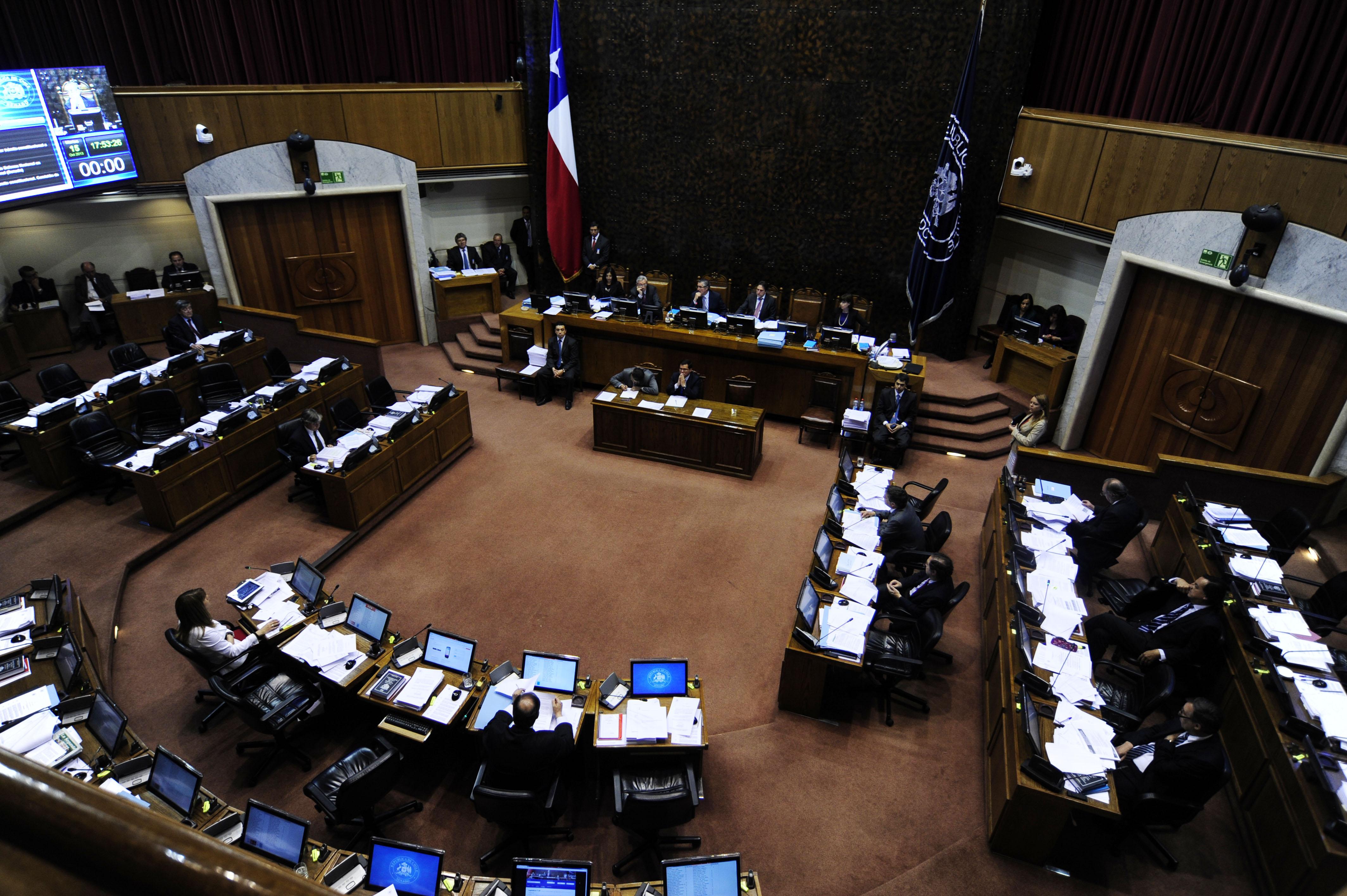 """""""Senado acuerda entregar contratos de asesores a la Fiscalía pero no los informes"""""""