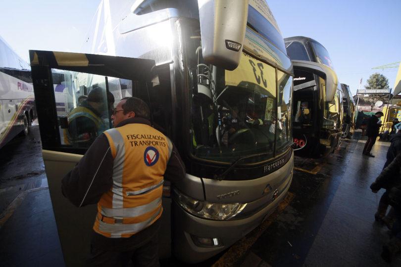 Fiscalizadores de buses se van a paro: no habrá revisiones en el fin de semana largo