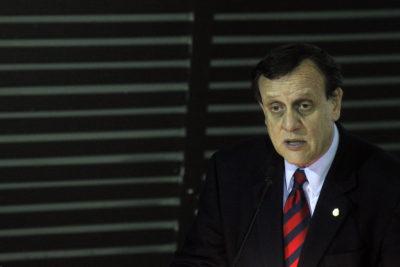 Ex presidentes de la FEUC defienden a rector Sánchez por postura anti aborto