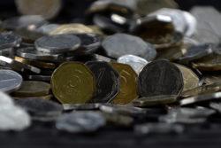 Monedas de uno y cinco pesos tienen los días contados: esta es la fecha en que el Banco Central dejará de emitirlas