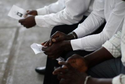 Estudiantes universitarios del área salud toman clases de creole para hablar con pacientes haitianos