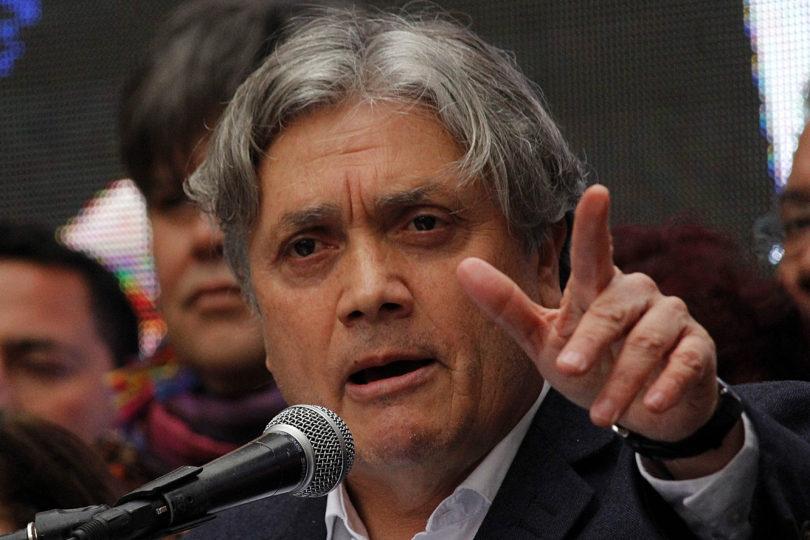 Senador Alejandro Navarro fue hospitalizado por fuerte malestar en su cuerpo y pierna derecha