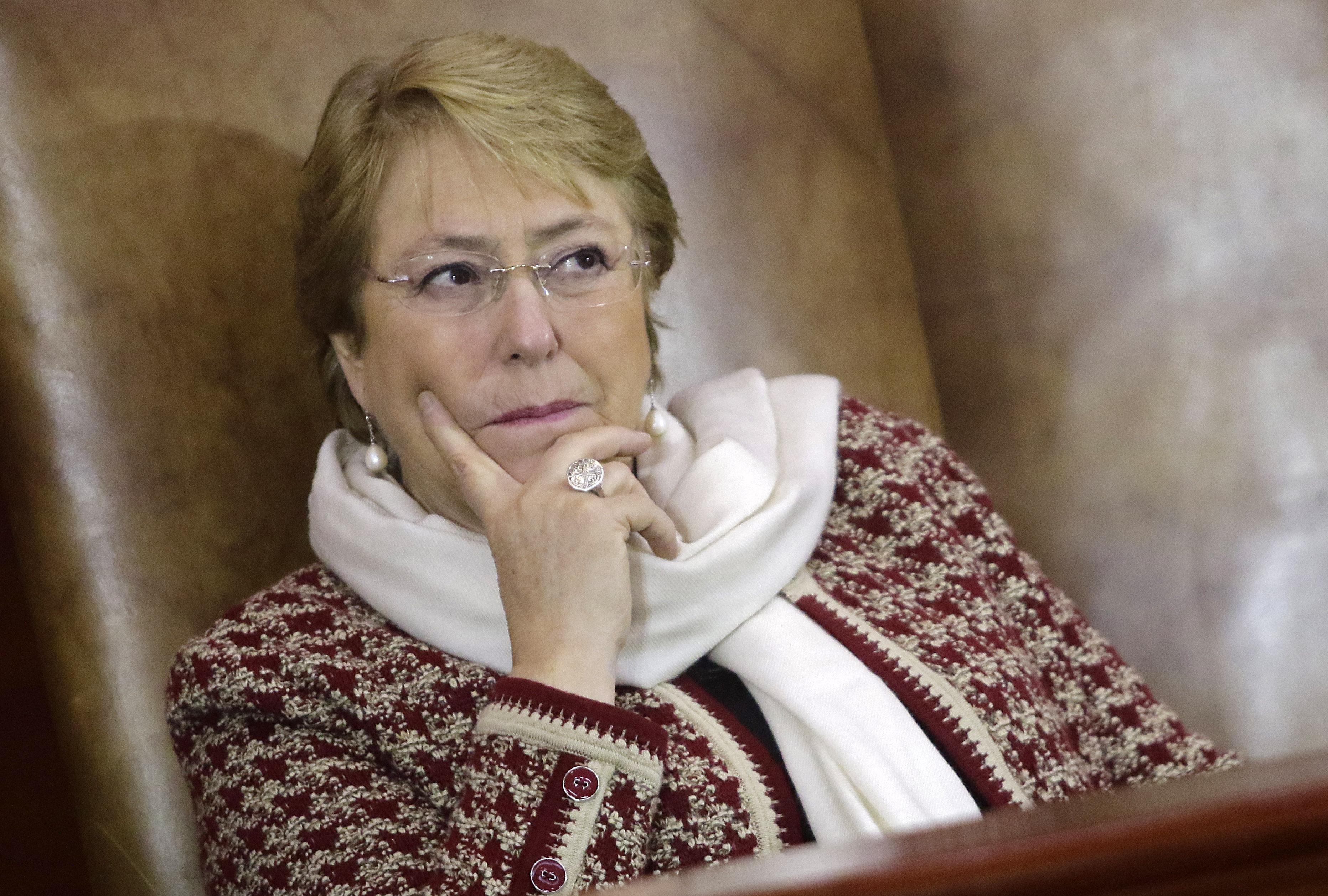 Adimark: Bachelet obtiene mayor aprobación en 30 meses y Piñera mantiene ventaja