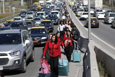 Taxistas que bloquearon el Aeropuerto de Santiago quedaron en libertad