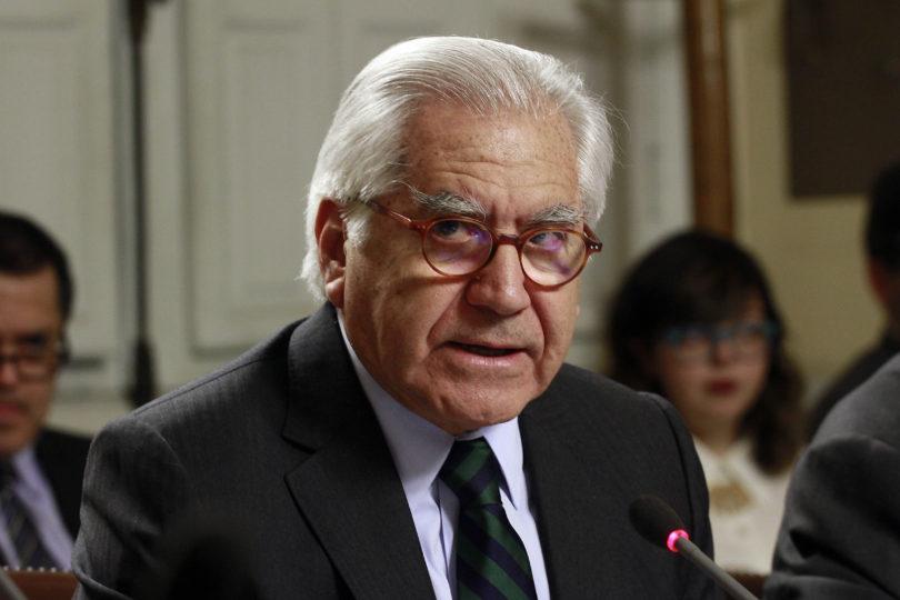 Ministro Mario Fernández enfrentará interpelación por Ley de Migración