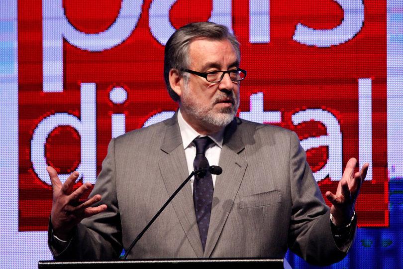 """Gobierno respalda a Guillier por informes fantasmas: """"Ha hablado con transparencia"""""""
