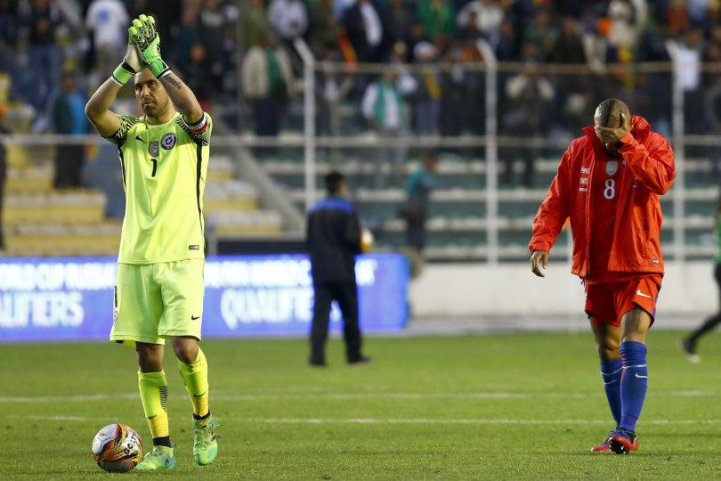 A Claudio Bravo le cayó pésimo mensaje de la marca de Pajarito Valdés y respondió sin filtro