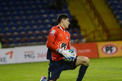 Bolivia pide que ANFP sancione a la UC por cantos ofensivos contra Carlos Lampe