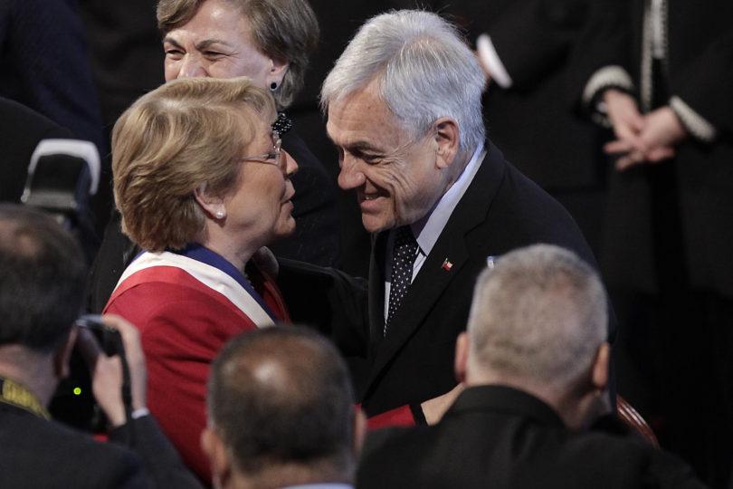 Sebastián Piñera manda saludo cumpleañero a Bachelet por Twitter y le respondieron de todo