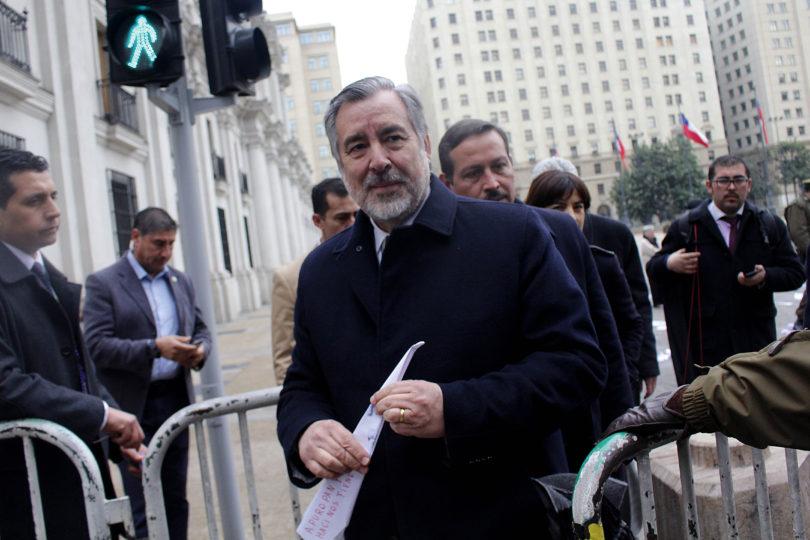"""La crítica de Guillier a Piñera por restarse del Te Deum: """"Otros quieren ir sólo cuando aseguran barra brava"""""""