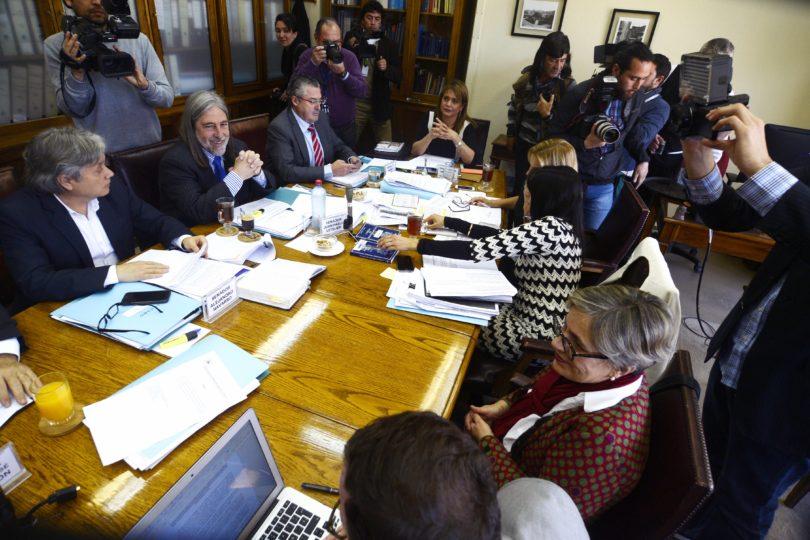 Comisión del Senado aprueba levantar secreto de informe Valech I sólo para tribunales