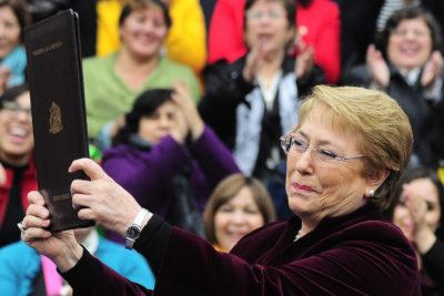 Equipo de Bachelet publica emotivo video en contraste al incómodo silencio que vivió en Te Deum