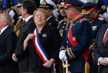 VIDEO |Presidenta Bachelet entonó particular himno y generó varios comentarios en la Parada Militar
