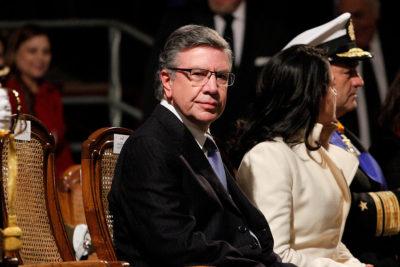 Encumbrados vecinos de Las Condes le reclaman al alcalde Lavín