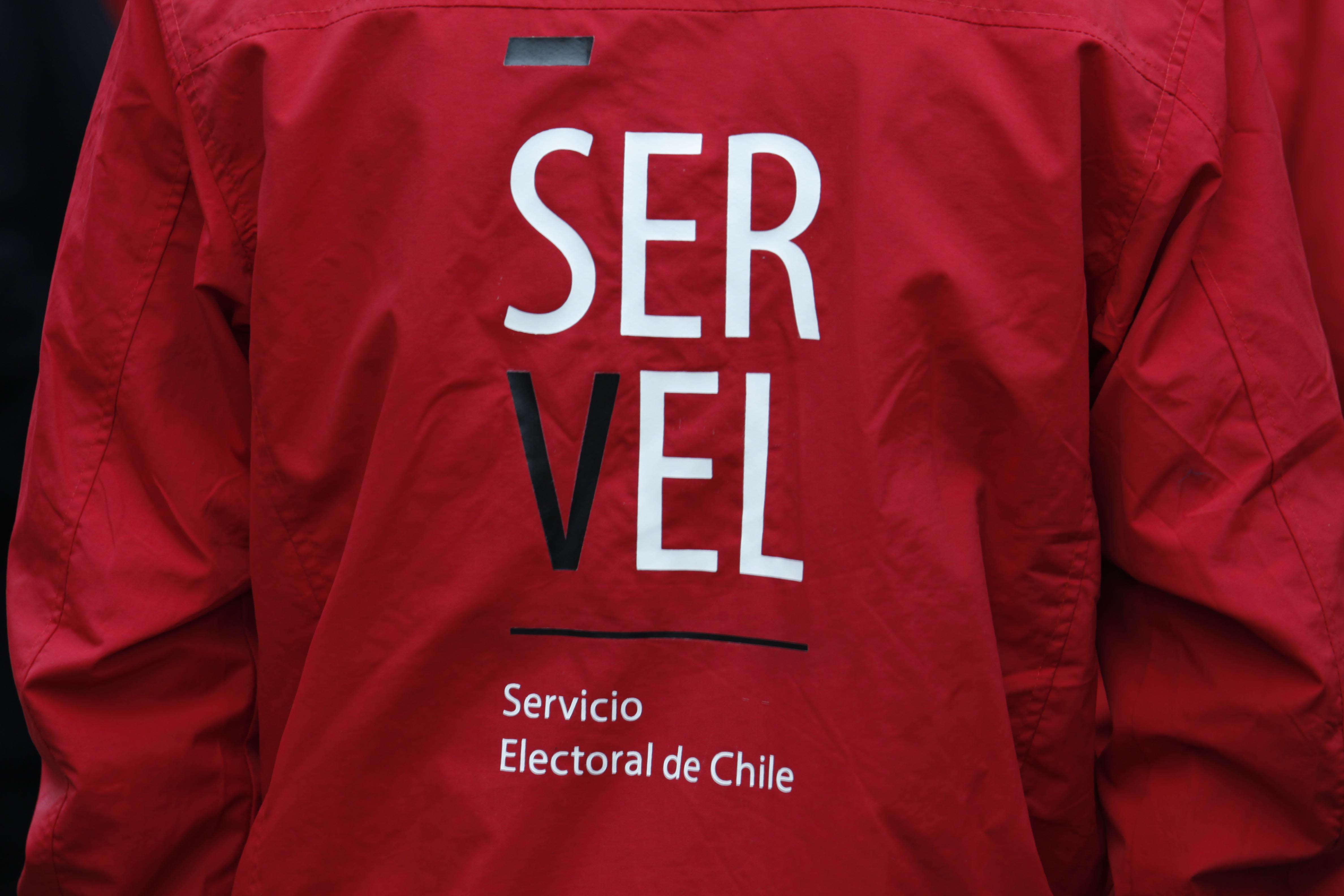 Director nacional del Servel es denunciado por acoso sexual y laboral por ex funcionaria