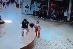 Mujer libra de morir aplastada dos veces en pleno terremoto de México y el video da la vuelta al mundo