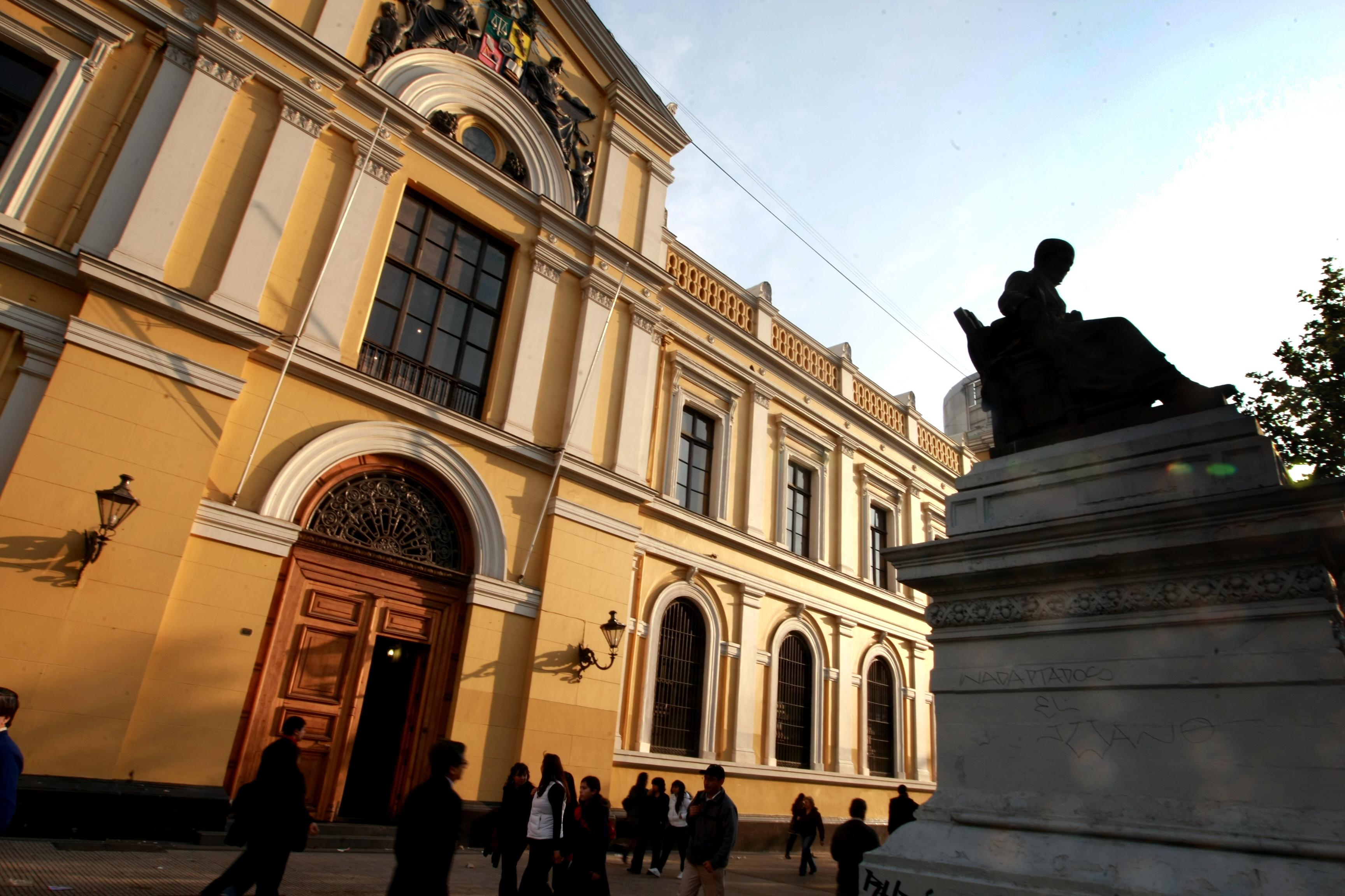 Ley de Presupuesto: 15 mil millones a la U. de Chile, 275 millones para ues regionales