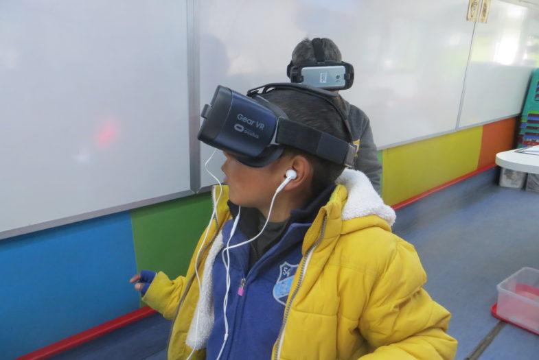 Alumnos con discapacidad auditiva usan realidad virtual para mejorar su aprendizaje