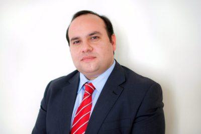 """Fundación Jaime Guzmán: """"Reportaje sobre asesorías causó un daño difícil de reparar"""""""