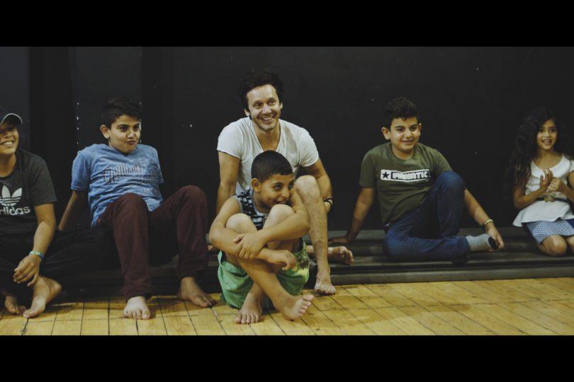 """Benjamín Vicuña en Palestina: """"Creo en el teatro como un lugar de libertad en medio de la Ocupación"""""""