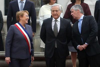 VIDEO   ¿Qué le dijo Nicolás Eyzaguirre a Michelle Bachelet que provocó risas antes de la última foto oficial?