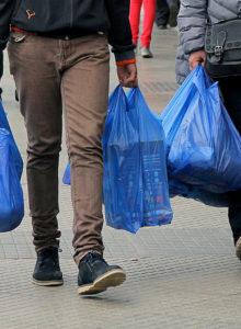 Senado aprueba ley que prohíbe el uso de bolsas plásticas en Chile