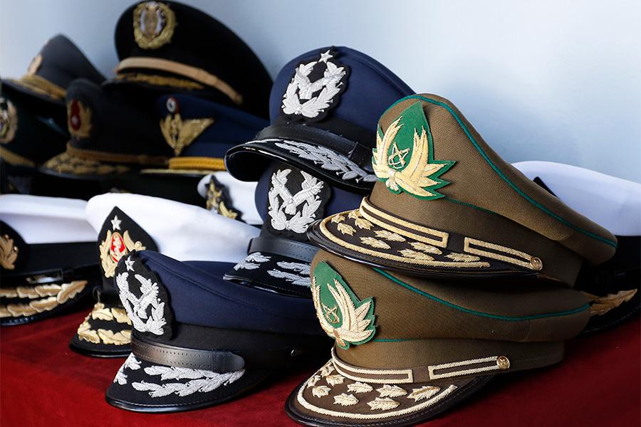 Ex comandantes están recontratados y pueden ser sancionados por firmar carta a El Mercurio