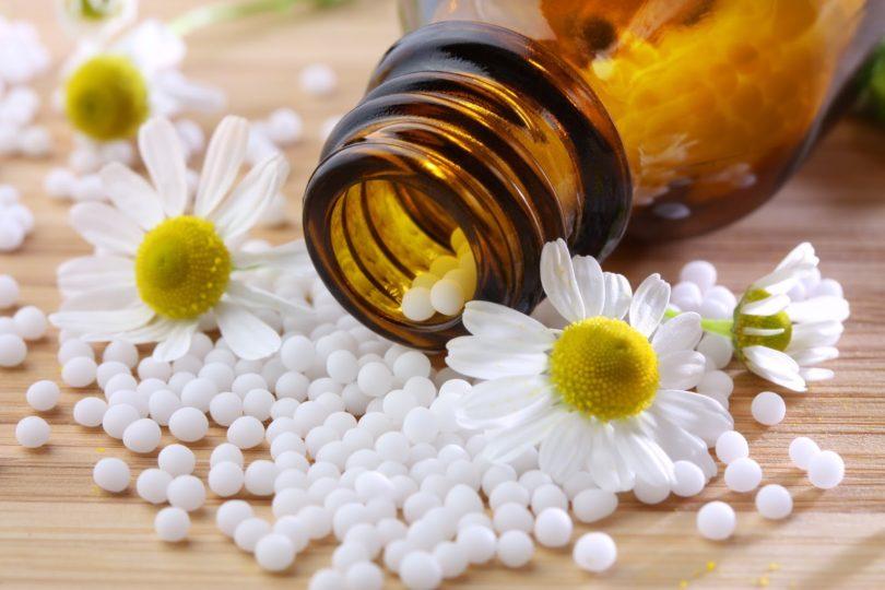 """Estudiante de física explica en un breve hilo por qué la homeopatía es la venta de """"agua con azúcar"""""""