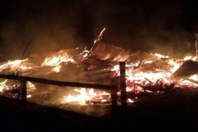 Nuevos ataques incendiarios en La Araucanía afectaron a tres iglesias