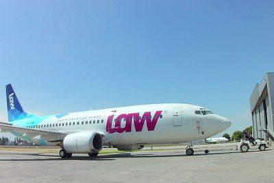 """""""No se quejarían si fueran rubios"""": aplaudida respuesta de LAW a racistas que cuestionan vuelos a Haití"""
