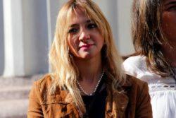 """Sólo 2 mil personas creyeron en la """"educación gratis de internet"""": Loreto Letelier, fuera de la Cámara"""